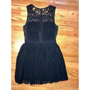 BCBGMAXAZRIA Size 6, Black lace silk dress